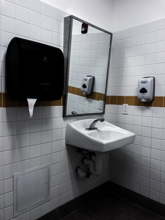 sink-paper-towel-dispenser-and-soap