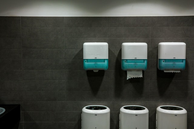 paper-towel-dispensers-and-waste-bins